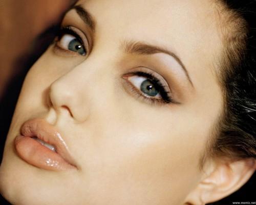 Angelina Jolie,  bellezza fai da te,  Demi Moore,  trattamento di bellezza,  bellezza,benessere,vip,news,gossip,Lindsay Lohan,Demi Moore ,celebrities,bellezza, salute, cura del corpo,benessere, beauty, pelle tonica, pelle del viso, verdure, frutta,i beauty, curare i capelli sotto il sole, bellezza, sole, cura del corpo, corto, capelli,