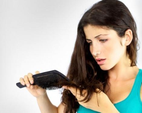 Caduta dei capelli, ecco come contrastarla e prevenirla con metodi naturali